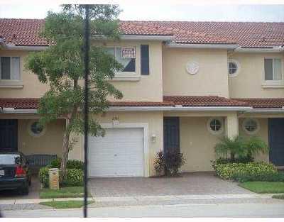 Boynton Beach Townhouse For Sale: 3014 Evergreen Circle