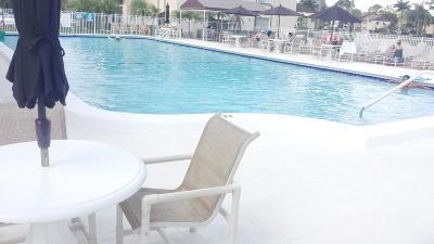 Greenacres FL Condo Contingent: $109,000