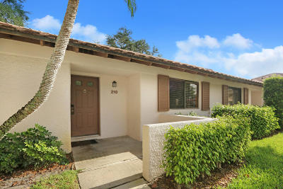 Palm Beach Gardens Townhouse For Sale: 210 Club Drive