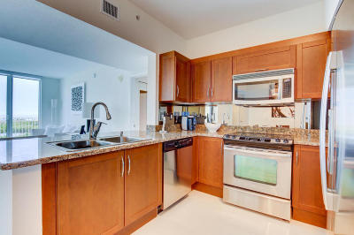 Boynton Beach Condo For Sale: 450 Federal Highway #1406