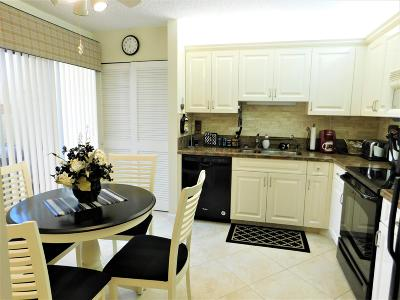 Delray Beach Condo For Sale: 7689 Glendevon Lane #1802