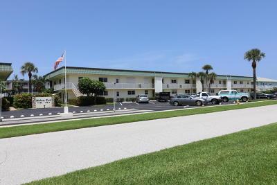 North Palm Beach Condo For Sale: 109 Wettaw Lane #106
