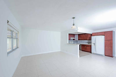 Delray Beach Condo For Sale: 126 Saxony C Lane #126