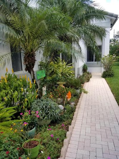 West Palm Beach Single Family Home For Sale: 9110 Bay Point Circle