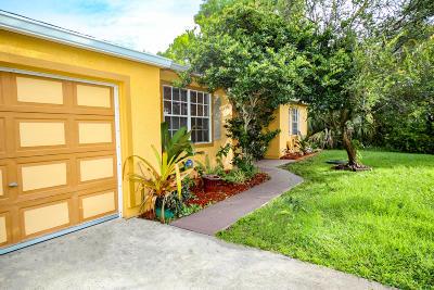 Port Saint Lucie Single Family Home For Sale: 1998 SE Lavina Circle