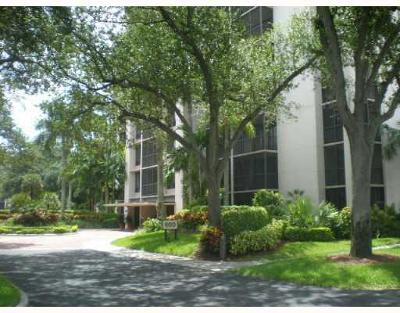 Boca Raton Condo For Sale: 7786 Lakeside Boulevard #672