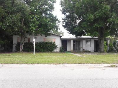 Port Saint Lucie Single Family Home For Sale: 160 SE Celestia Court
