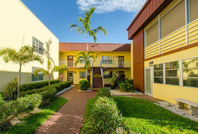 Delray Beach FL Condo For Sale: $69,000