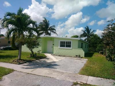 West Palm Beach Single Family Home For Sale: 5341 Harriet Place