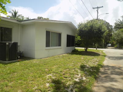 Lake Worth Single Family Home For Sale: 731 S Lakeside Drive