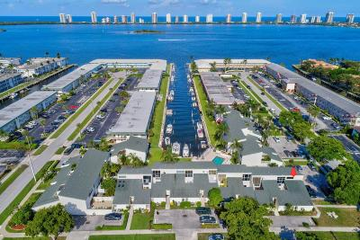 North Palm Beach Condo For Sale: 118 Castlewood Drive #129