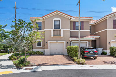 Pompano Beach Townhouse For Sale: 1004 NW 33rd Court