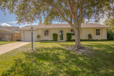 Jensen Beach Single Family Home Contingent: 968 NE Maranta Terrado