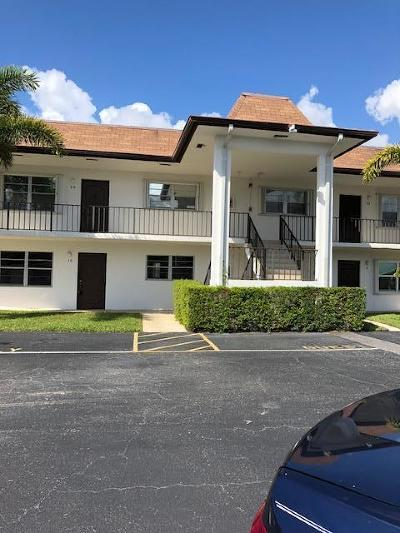 Palm Beach Gardens Condo For Sale: 3075 Gardens East Drive