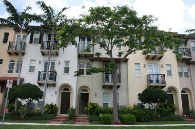 Boca Raton Townhouse For Sale: 58 Via Floresta Drive