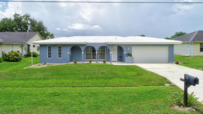Port Saint Lucie Single Family Home For Sale: 206 SW Essex Drive