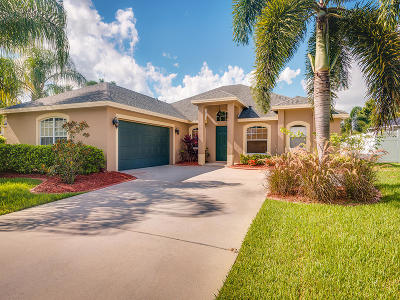 Jensen Beach Single Family Home For Sale: 460 NW Fetterbush Way