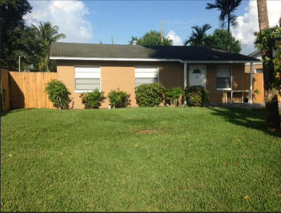 West Palm Beach Single Family Home For Sale: 161 Marguerita Drive