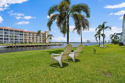 North Palm Beach Condo For Sale: 111 Shore Court #106