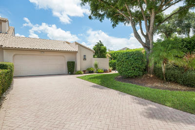 Boca Raton Townhouse For Sale: 6790 Woodbridge Drive