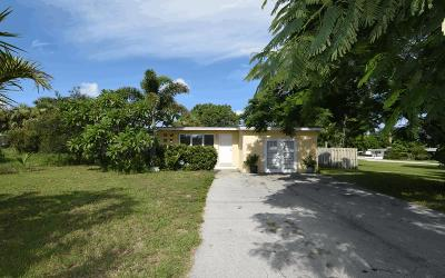 Jensen Beach Single Family Home For Sale: 2475 NE Dixie Highway