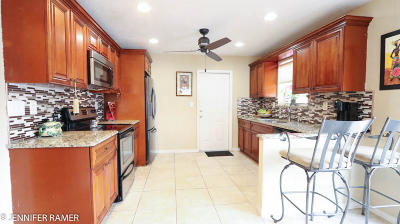 Lantana Single Family Home For Sale: 6873 Venetian Drive