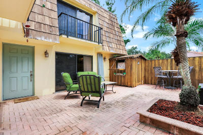 Palm Beach Gardens Townhouse Contingent: 616 6th Court