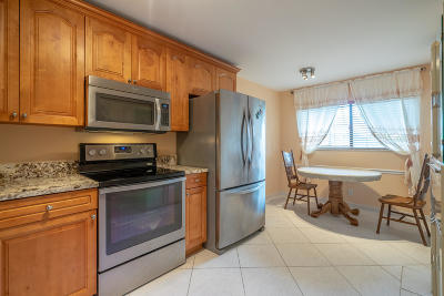 Delray Beach Condo For Sale: 5574 Witney Drive #102