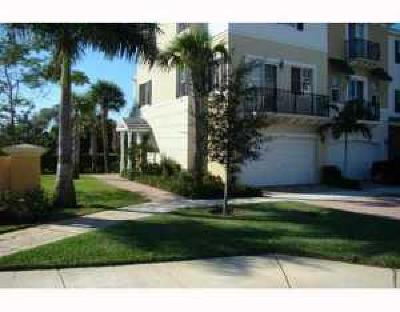 Boca Raton Townhouse For Sale: 675 NW 38th Circle
