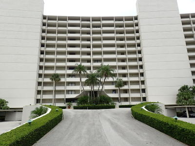North Palm Beach Condo For Sale: 122 Lakeshore Drive #T-34