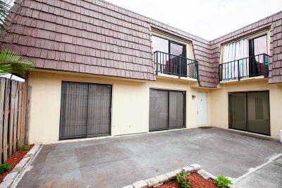 Palm Springs Townhouse Contingent: 663 Springdale Circle #663