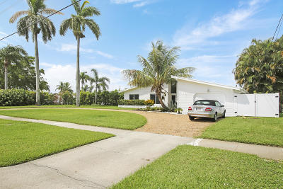 North Palm Beach Single Family Home For Sale: 667 Anchorage Drive