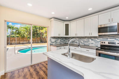West Palm Beach Single Family Home For Sale: 249 Gregory Road
