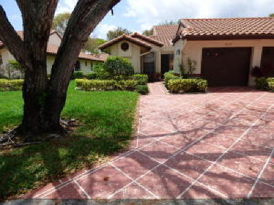 Delray Beach Single Family Home For Sale: 6466 Royal Manor Circle