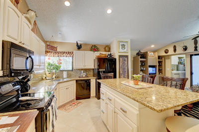 Delray Beach Single Family Home For Sale: 7514 Glendevon Lane