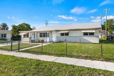 Lantana Single Family Home For Sale: 1309 W Palm Street