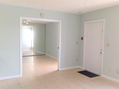 West Palm Beach Condo For Sale: 641 Executive Center Drive #P208
