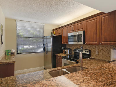 West Palm Beach Condo For Sale: 3516 Whitehall Drive #102