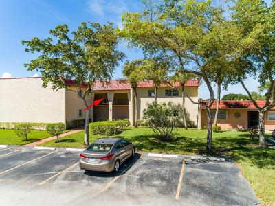 West Palm Beach Condo For Sale: 115 Lake Evelyn Drive #115