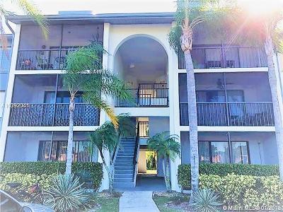 West Palm Beach Condo For Sale: 1007 Green Pine Boulevard #C2