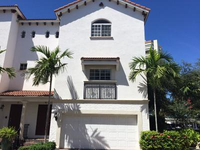 West Palm Beach Townhouse For Sale: 1950 Presidential Way #4
