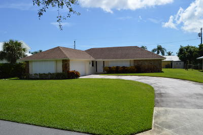 Tequesta Single Family Home For Sale: 5 SE Club Circle