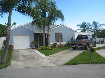 Boynton Beach Single Family Home For Sale: 56 Hastings Lane