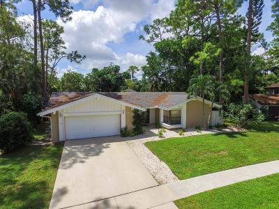 Wellington Single Family Home For Sale: 12394 Sawgrass Court
