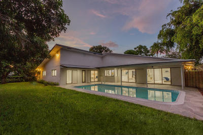 Broward County, Palm Beach County Single Family Home For Sale: 1130 SW 1st Way