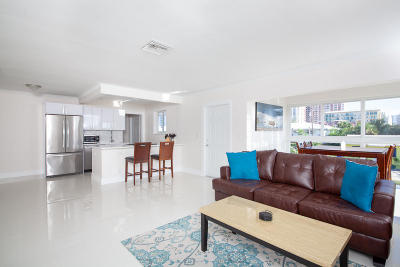 Pompano Beach Condo For Sale: 3201 NE 5th Court #3