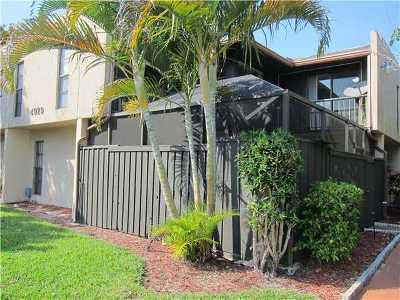 West Palm Beach Townhouse For Sale: 4929 Alder Drive #C