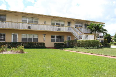 West Palm Beach Condo For Sale: 128 Coventry J