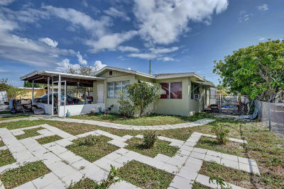 Lake Worth Single Family Home For Sale: 1001 12th Court S