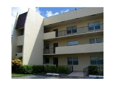 West Palm Beach Rental For Rent: 1630 Embassy Drive #102